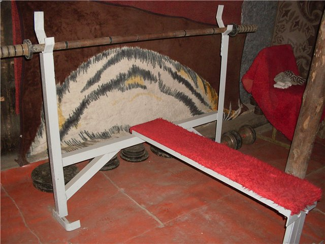 Как сделать лежак для штанги из дерева