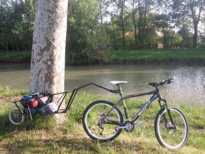 Single-wheel-bike-trailer-1.jpg