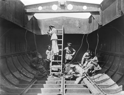 Welding together sections of a boat, 19 September 1918. Science Museum --Science & Society Picture Library.jpg