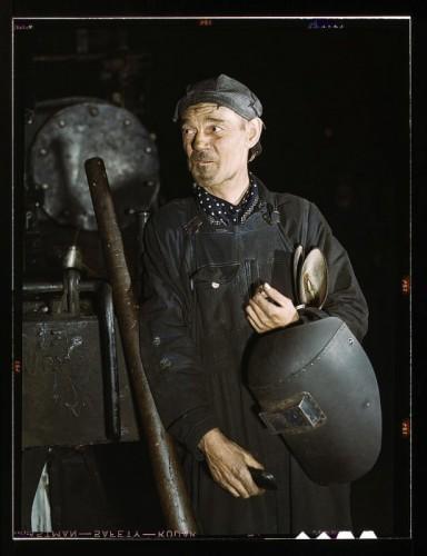 Сварщик в локомотивном депо,Чикаго, штат Иллинойс, декабрь 1942.jpg