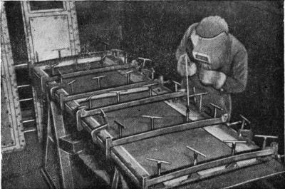Кондуктор для сборки и сварки стальной двери вагона.jpg