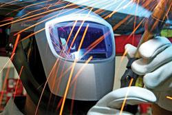 benefits-of-autodarkening-helmets-come-to-light-autodarkening-helmet.jpg
